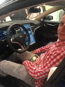 Martin im Tesla